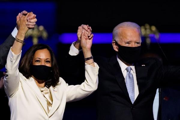 米国大統領に就任したジョー・バイデン氏と副大統領のカマラ・ハリス氏(写真:AP/アフロ)