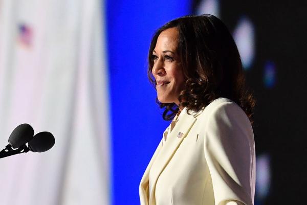 2020年11月7日、大統領選の勝利演説をするカマラ・ハリス氏(写真:AFP/アフロ)