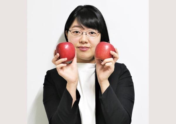 青森県東京事務所・豊川恭加さん(34歳)「青森県産のごぼう茶にハマってます」