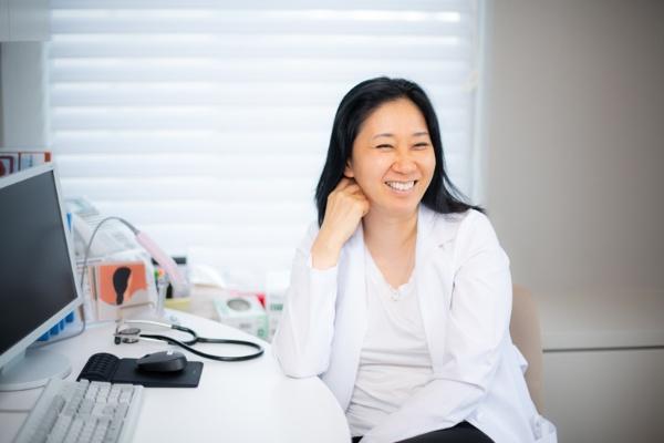 クレアージュ東京 総院長の浜中聡子さん。専門はアンチエイジングで、クレアージュ東京 エイジングケアクリニックの院長も務める