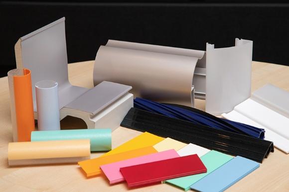 キョーセーが提供している製品の一部。住宅関連部材を中心に、家電、照明、車両、オフィス、店舗など用途に応じた意匠性と機能を優先したプラスチック押出成形を行なっている