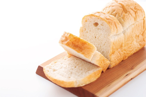 """糖質を多く含む食品は、ズバリ「ご飯、麺、パン、イモ、フルーツ、スイーツ」。この""""言葉""""を暗記して、食事を取る前につぶやくことで、食べすぎを防ごう。"""