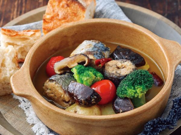シイタケと鯖のアヒージョ