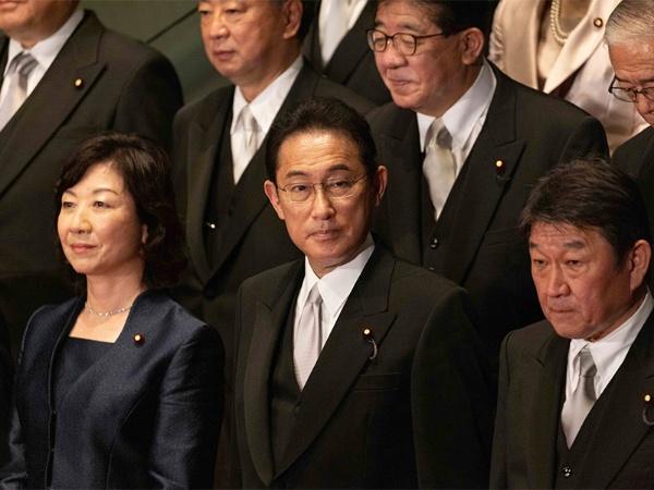 岸田新政権の経済政策で、果たして女性活躍は進むかどうか? 代表撮影/AP/アフロ