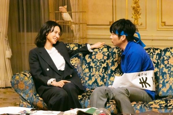 多忙な凜子と、妻を支える夫・日和。(c)2021「総理の夫」製作委員会