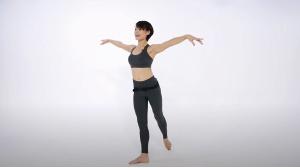 フィットネス、バレエ、ヨガの動きを合わせた有酸素系のプログラム「バレトン」を教えるMarikoさんの所作にうっとり。