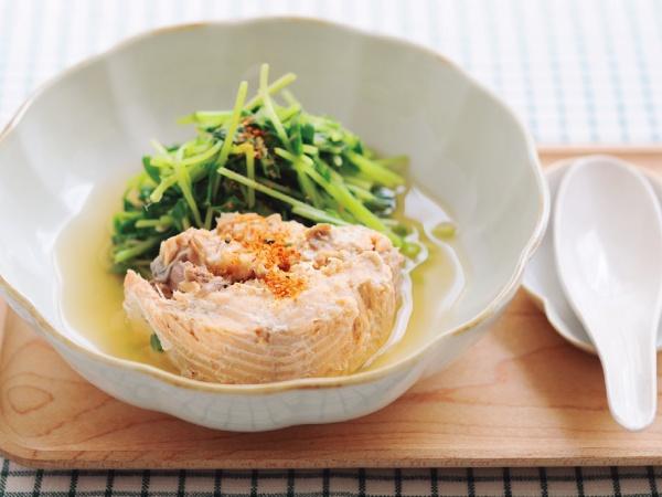 鮭の中骨缶と豆苗のスープ