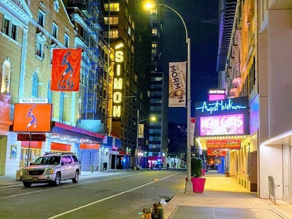 ブロードウェイの劇場街は、3月13日を境に火が消えたようになった