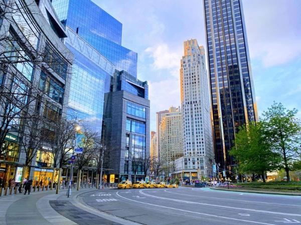ニューヨークの街には行き交う人や車はほとんどない