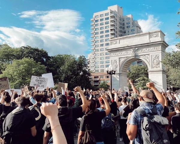 ワシントン・スクエア公園では毎日のようにデモが行われている(写真:Yumi Matsuo)
