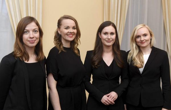2019年、34歳でフィンランドの首相に就任したサンナ・マリン氏(右から2人目)。左から順に、教育相、財務相、右は内相(写真:AFP/アフロ)