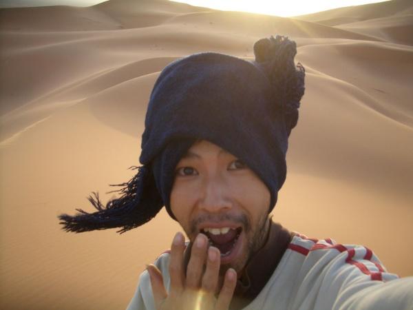 世界一周の旅の途中で訪れた、サハラ砂漠の日の出(写真/永崎さん提供)