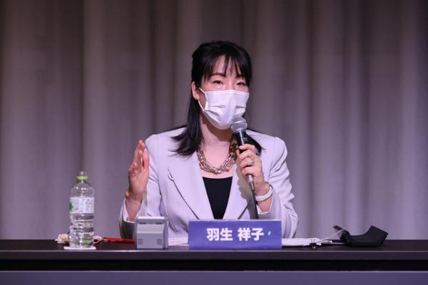 パネルディスカッションのファシリテーターを務めた、日経xwoman 編集委員・羽生祥子。「ジェンダー平等経営を実行するには、やはり女性社員の育成が重要」。