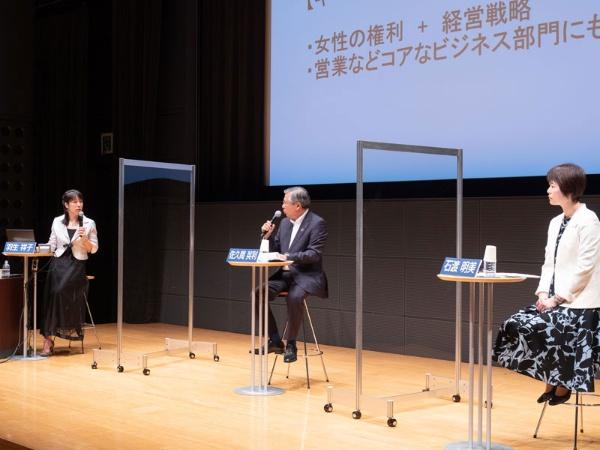 右から、花王執行役員 石渡明美さん、千葉銀行取締役頭取 佐久間英利さん、日経xwoman総編集長 羽生祥子