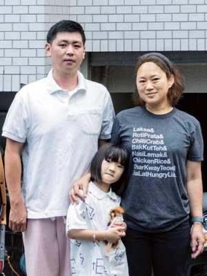 <b>栗原 友(くりはら・とも)さん<br>料理家</b><br>1975 年東京都生まれ。2005 年より料理家として活動。現在は株式会社クリトモ代表取締役として、鮮魚卸売業、鮮魚販売店、飲食店「クリトモ式混ぜ麺」「クリトモ式ツナマヨ混ぜカレー」を経営。夫と娘の3人家族。