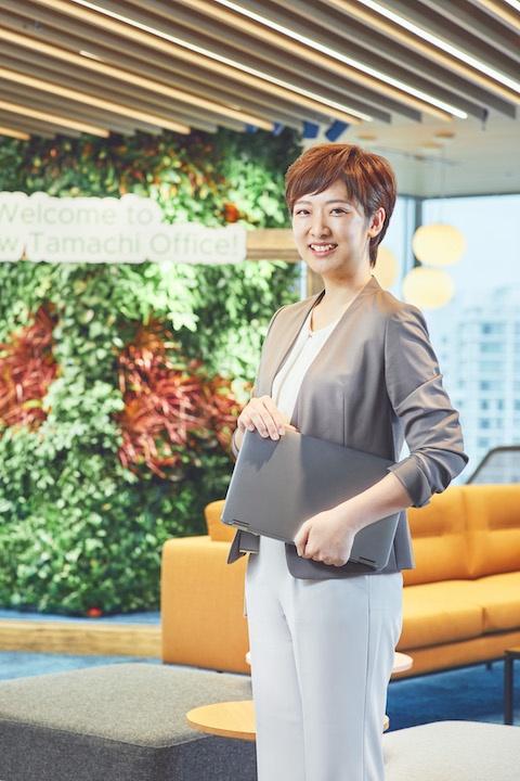<b>山内沙也加(やまうち・さやか)</b>さん<br> ヴイエムウェア株式会社<br> プロフェッショナルサービス統括本部<br> テクノロジー コンサルティング<br> アソシエイト コンサルタント<br> PSOのコンサルタントとして、顧客環境に導入されるヴイエムウェア製品の設計や構築を支援。ほぼ100%リモート勤務のため、仕事と勉強、育児を理想のバランスで実現できると話す